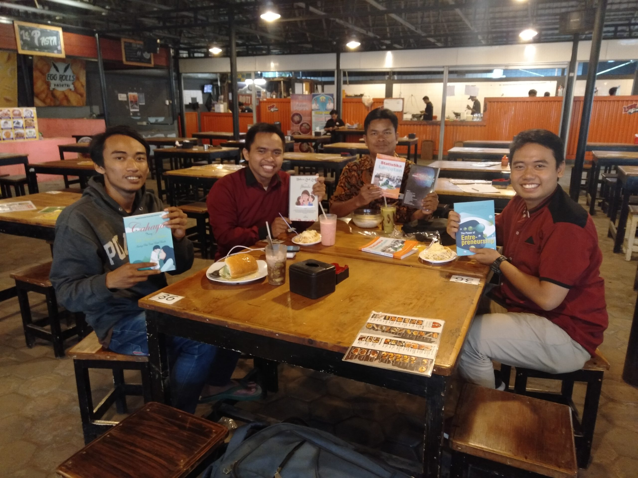 Tim Penerbit Jalan – Jalan